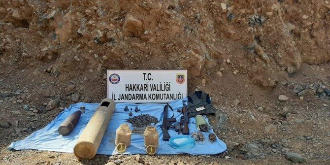 PKK'lı teröristlere ait patlayıcı ve mühimmat ele geçirildi
