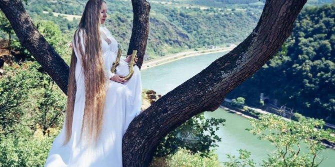 Gerçek 'Rapunzel' Almanya'da bulundu. Saçları 2 metreye yaklaştı