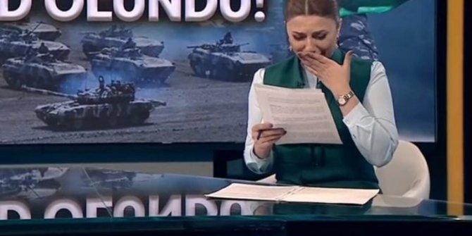 Azerbaycanlı spiker müjdeyi verirken gözyaşlarını tutamadı. 27 yıldır bu haberi bekliyorlardı