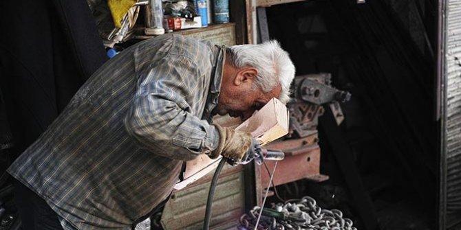 İnşaatlarda çalışan yaşlılar var. CHP'nin raporunda Türkiye'nin içler acısı hali ortaya çıktı