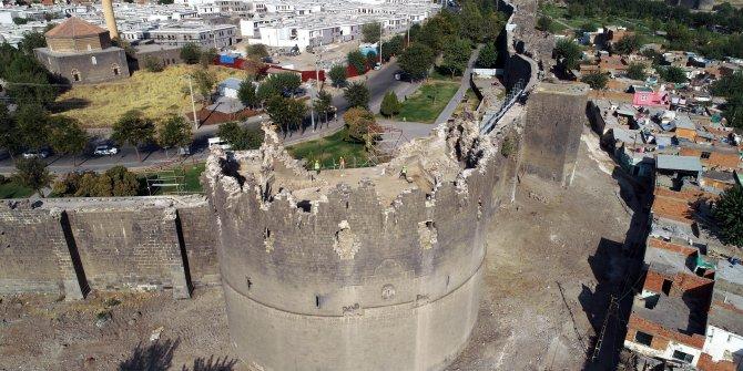 Diyarbakır'daki gecekondu yıkımda ortaya çıktı. Tarihi surlarda o değişimi görenler dönüp bir daha bakıyor