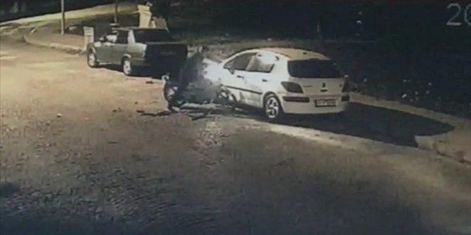 Bir garip kaza. Duran otomobile çarptı, yola savruldu kalktı ve yoluna devam etti