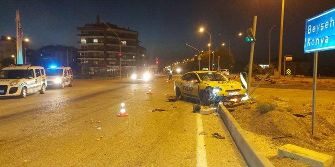 Isparta'da taksi-motosiklet çarpıştı: 1 ölü, 3 yaralı