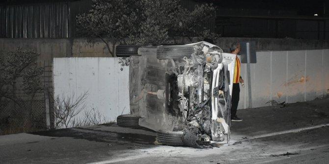 İzmir'de otomobil devrildi: 2 yaralı