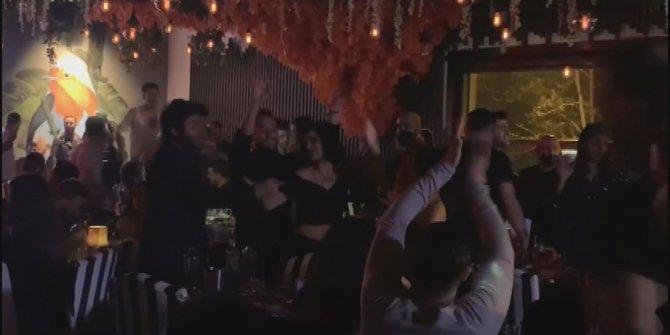 Pes dedirten korona eğlencelerine bir yenisi daha eklendi. Ortaköy'de halaylı horonlu parti verdiler