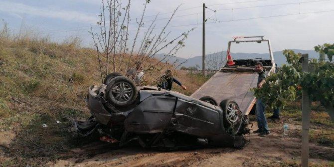 Bağa uçan otomobilde bulunanlar yaralandı