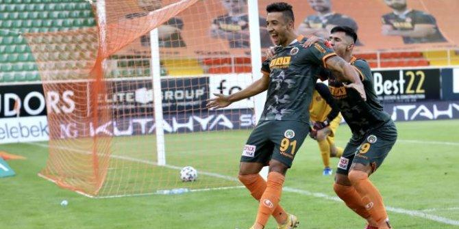 6 maçta 6 gol atan Alanyasporlu Davidson zirveyi sevdi