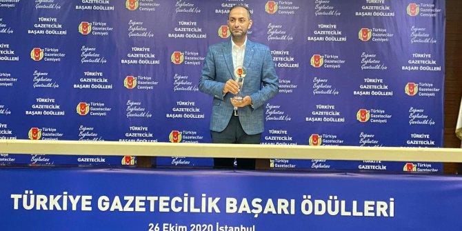 Yeniçağ yazarı Murat Ağırel, yılın köşe yazarı seçildi. Ödülünü aldı