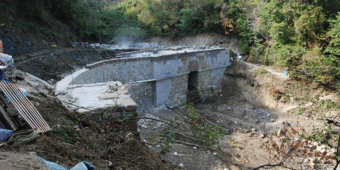 Amasra'da 3 bin yıllık köprüye usta eli