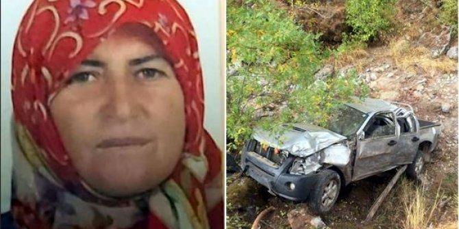 Antalya'da kamyonet dere yatağına yuvarlandı: 1ölü, 1 yaralı