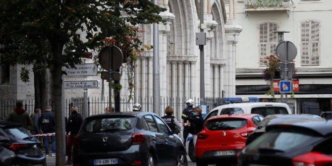 Fransa'da sular durulmuyor. Bir kadının kafası kesildi ölü ve yaralılar var. Kan donduran saldırı