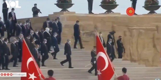 Atatürk'ün ebedi istirahatgahı Anıtkabir'de 'reis' sloganları atıldı