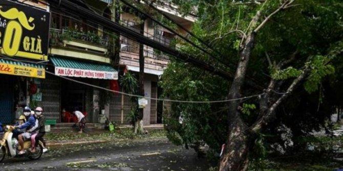 Vietnam'da Malove Tayfunu kabusu büyüyor. Can kaybı 35'e yükseldi