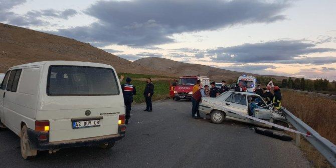 Konya'da tarım işçilerini taşıyan minibüs ile otomobil çarpıştı: 2 ölü, 15 yaralı