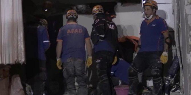 14 saat sonra kurtuluş.  Deprem enkazından iki kişi daha kurtarıldı