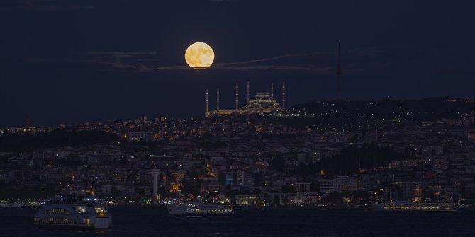 Uzun süredir bekleniyordu. Tüm İstanbul'u aydınlattı