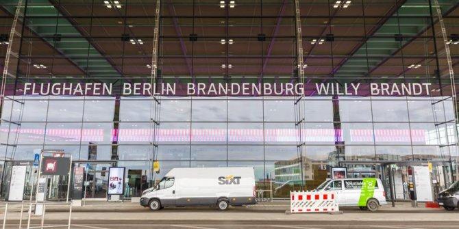 Berlin'in yeni havalimanı Willly Brandt 9 yıllık bir gecikmeyle açıldı