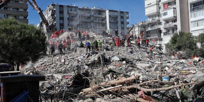 İzmir'de enkaz altından 30 saat sonra yaralı olarak çıkarılan kişi hayatını kaybetti