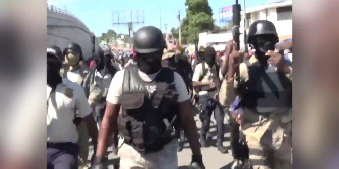 Haiti polisi, sağlıksız çalışma koşullarını protesto etti
