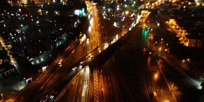 Sokağa çıkma yasağının ilk dakikalarında D-100 trafiği havadan görüntülendi