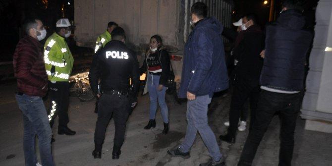 Karaman'da kısıtlamayı ihlal eden iki kişi, polisten kaçarken kaza yaptı