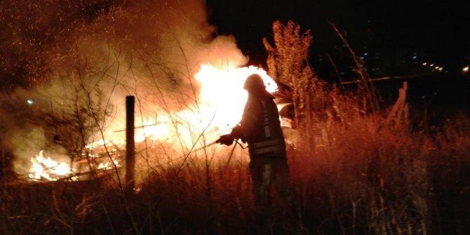 Silivri'de baraka alev alev yandı