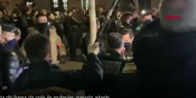 Polisle mülteciler birbirine girdi