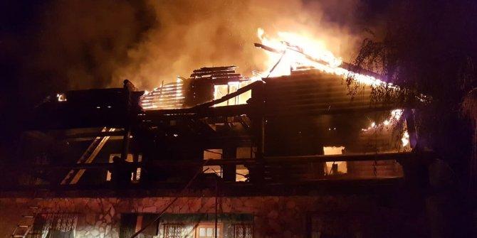 2 katlı ev cayır cayır yandı