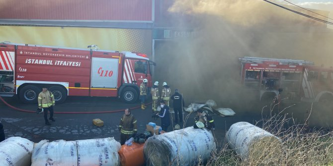 Tuzla'da sünger fabrikasında korkutan yangın. Alevler gökyüzüne kadar yükseldi