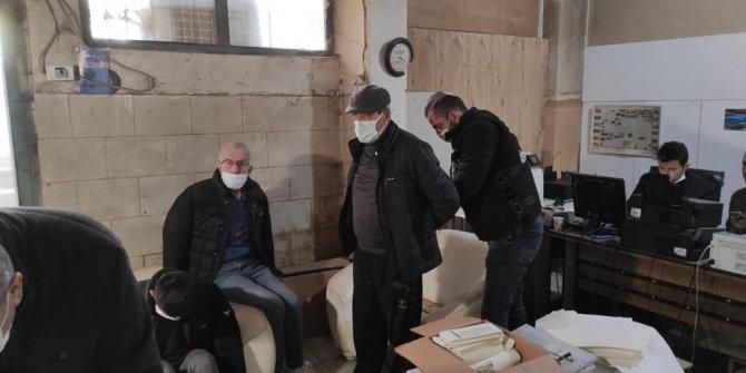 Ataşehir'de matbaaya operasyon. Polis gelince yakayı ele verdiler