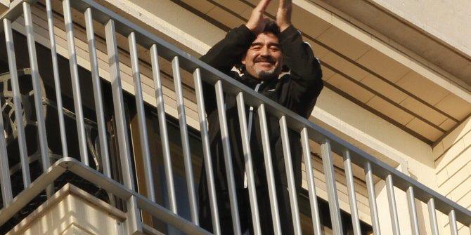 İtalya'da alıştırdılar ona. Maradona'nın söylediği şarkı sözlerini iyi dinleyin
