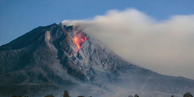Endonezya'da Ili Lewotolok Yanardağı'nda patlama. Halka uyarı yapıldı