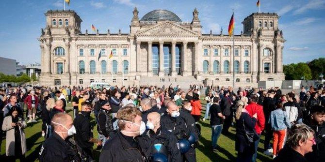 Almanya'da korona vakası sayısı 1 milyonu geçti