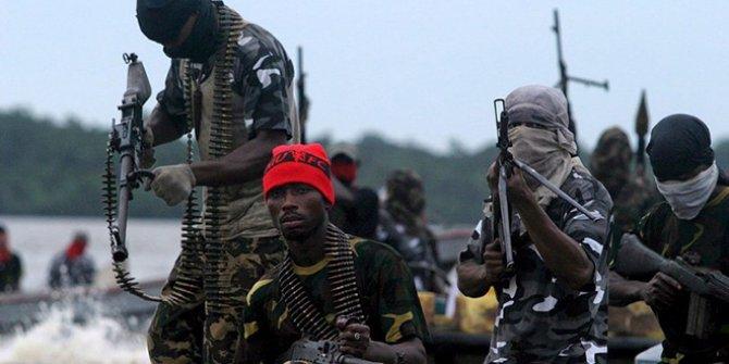 Nijerya'da korsanlar 10 kişiyi kaçırdı