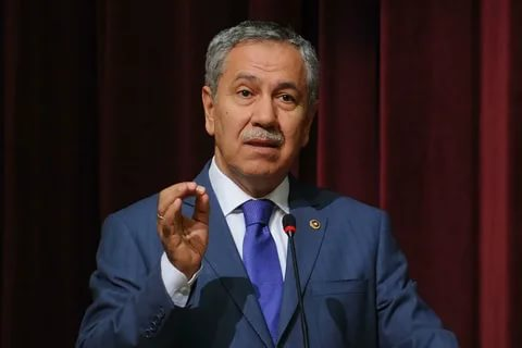 Bülent Arınç'a bir darbede oğlundan. AKP Milletvekili olan oğlu Mücahit Arınç babası için bu tweeti attı