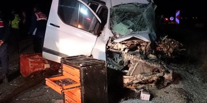 Afyon'da yolcu otobüsü ile minibüs çarpıştı