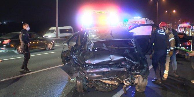 Fatih Sultan Mehmet Köprüsü'ndeki kazada araçlar hurdaya döndü