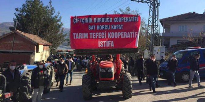 Çiftçi kendisine oynanan kredi oyununu açıkladı. Traktörlerle meydanlara indiler