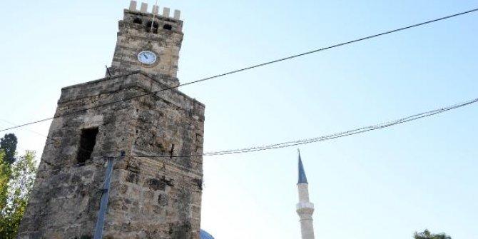 Tarihi saat kulesine yazıya 1 yıl hapis