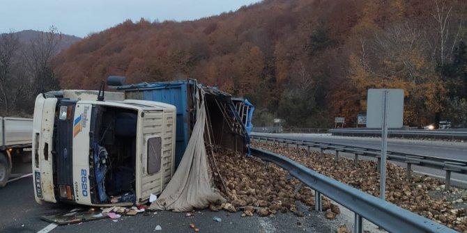 20 ton pancar yola saçıldı