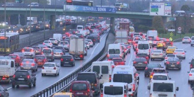 Sokağa çıkma yasağı öncesi İstanbul trafiği felç