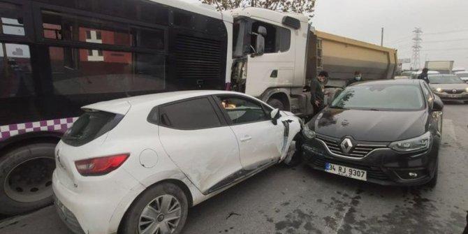 Başakşehir'de  feci kaza. Otobüs,kamyon ve iki otomobil birbirine girdi