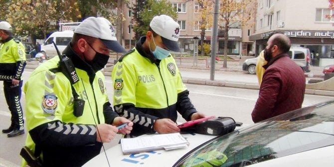 Yaya öncelikli geçitlerde kurallara uymayan 41 sürücüye ceza kesildi