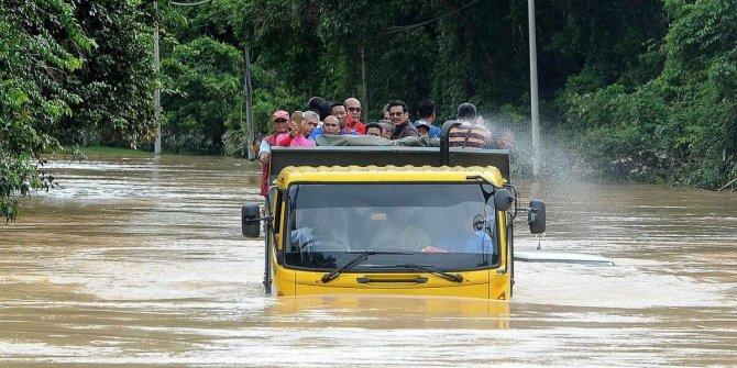 Tayland felaketi yaşıyor! 5 kişi öldü, 255 binden fazla konut zarar gördü