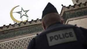Fransa, camileri kapatmakla tehdit ediyor