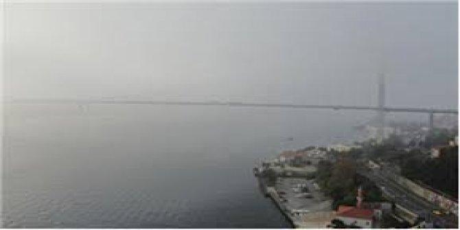İstanbul Boğazı'nda gemi trafiğine sis engeli.  Gemi geçişleri çift yönlü askıya alındı