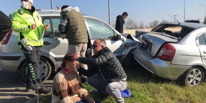Çorlu'da yoldaki kazayı gören sağlıkçı aracından inerek kazazedelere yardımcı oldu