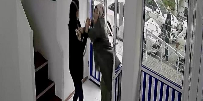 Kadın doktora maskesiz kadın hasta saldırdı. Hani doktorlar canınızdan kıymetliydi. Yapanın yaptığı yine yanına kar mı kalacak