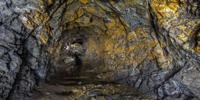 Çöken altın madeninde 10 kişi mahsur kaldı