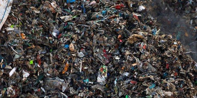 Avrupa'nın çöpü Adana'da yol kenarında yakılıyor